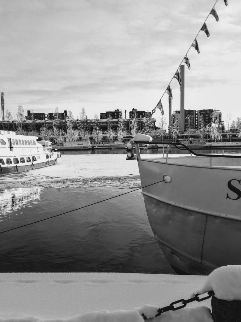 Suvilaiva satamassa Alarannassa Tampereella
